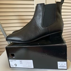 Like new black j crew leather Chelsea boots